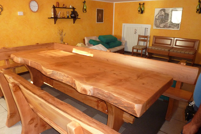Tavolo rustico per taverna vu84 regardsdefemmes for Tavoli in legno massello rustici